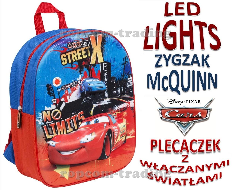 a8d58f58dfe42 Plecak Deluxe Junior przedstawia niesamowitego McQueena Błyskawicę 3D  migającego światłami. Po naciśnięciu przycisku, który znajduje sie na  plecaczku